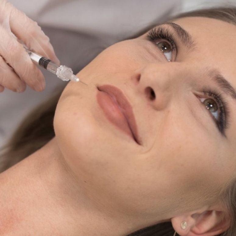 Процедура контурной пластики лица